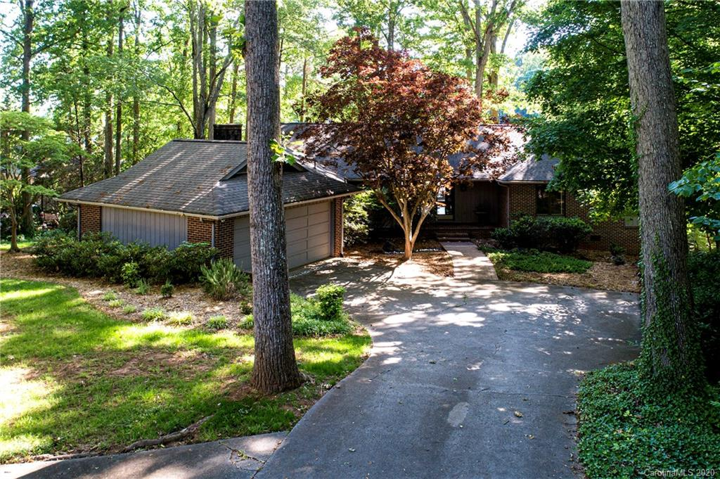 $749,000 - 4Br/4Ba -  for Sale in River Hills, Lake Wylie
