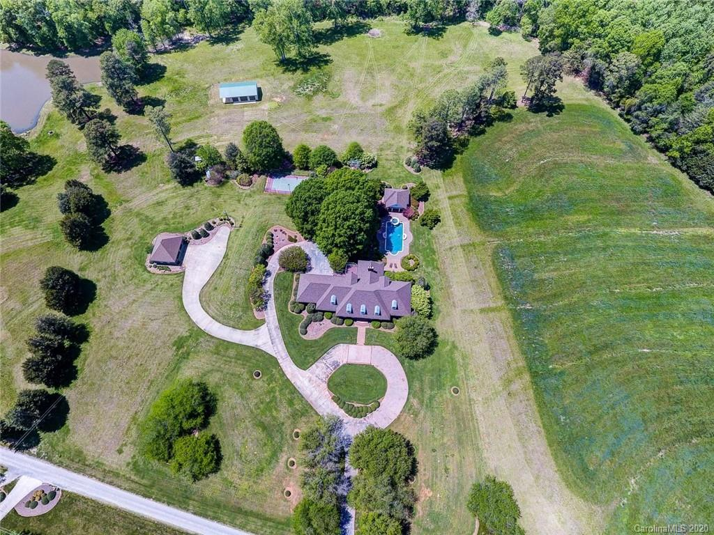 $950,000 - 5Br/5Ba - for Sale in None, York