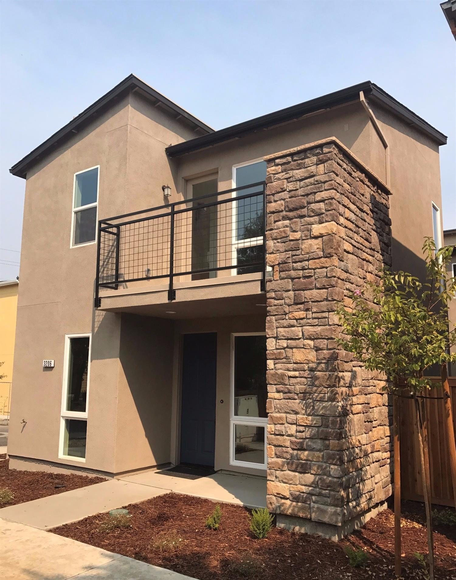 $630,000 - 3Br/3Ba -  for Sale in