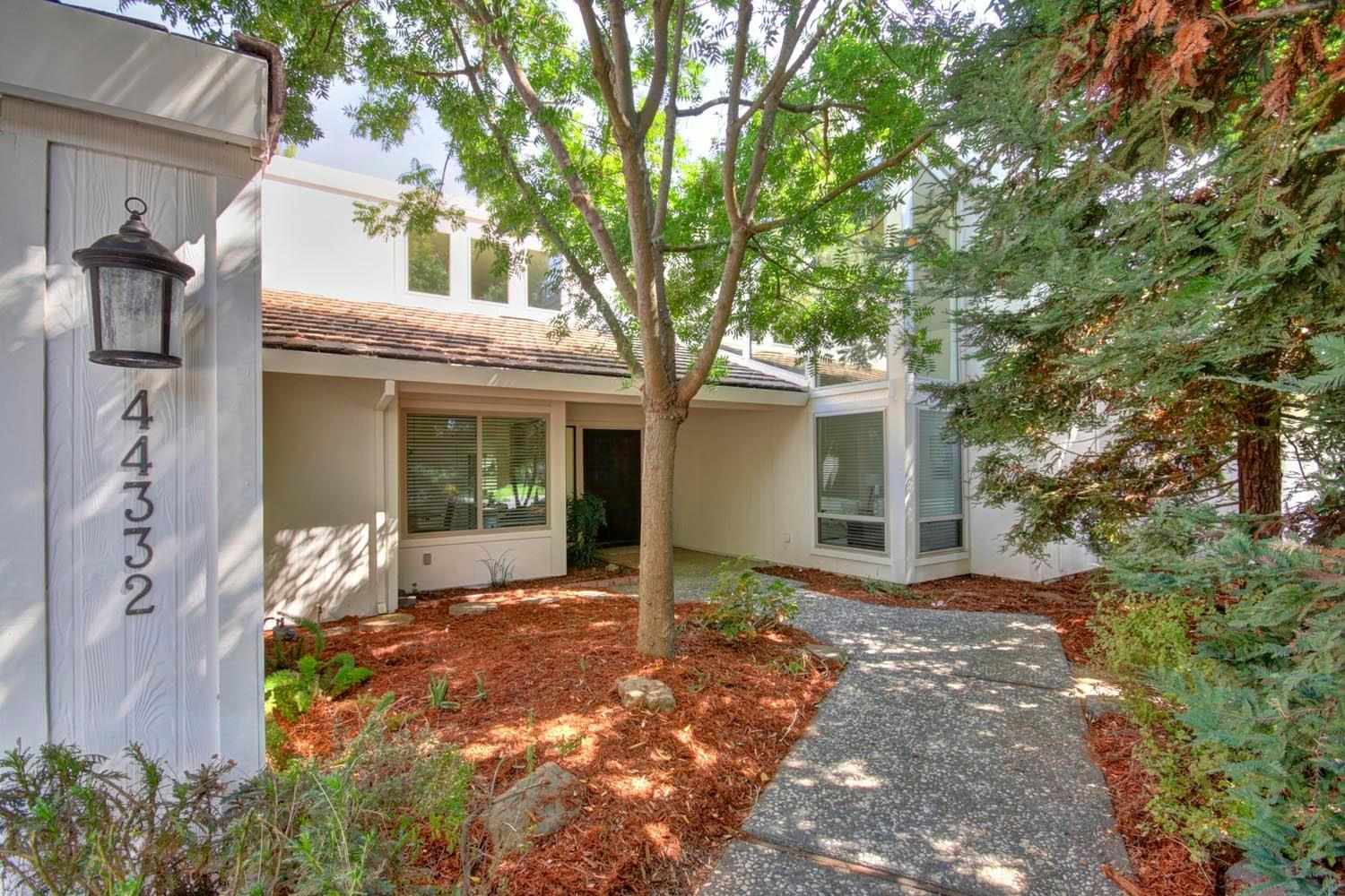 $985,000 - 4Br/3Ba -  for Sale in El Macero Cc, El Macero