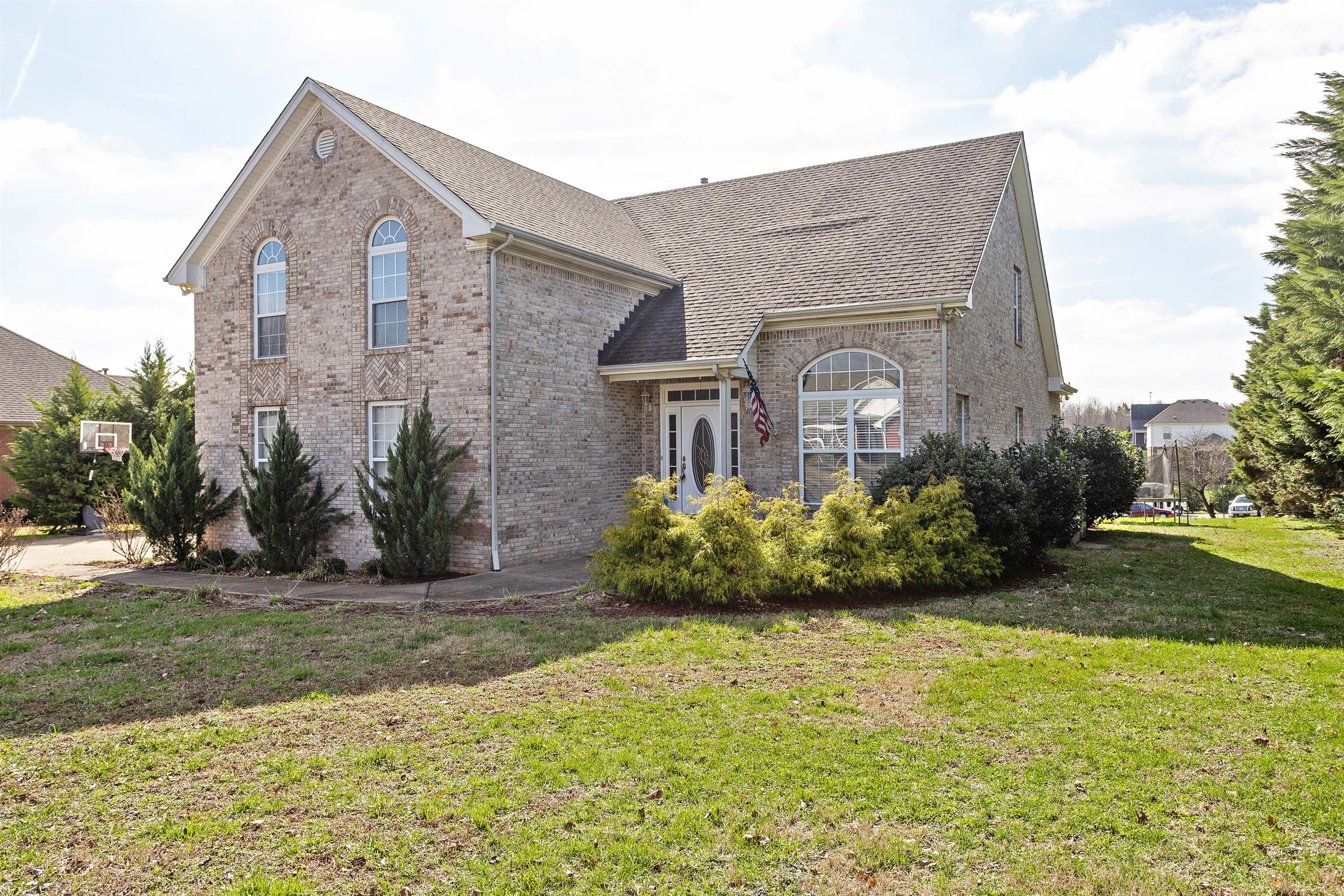 $349,900 - 4Br/3Ba -  for Sale in Oak Pointe Phase One, Pleasant View
