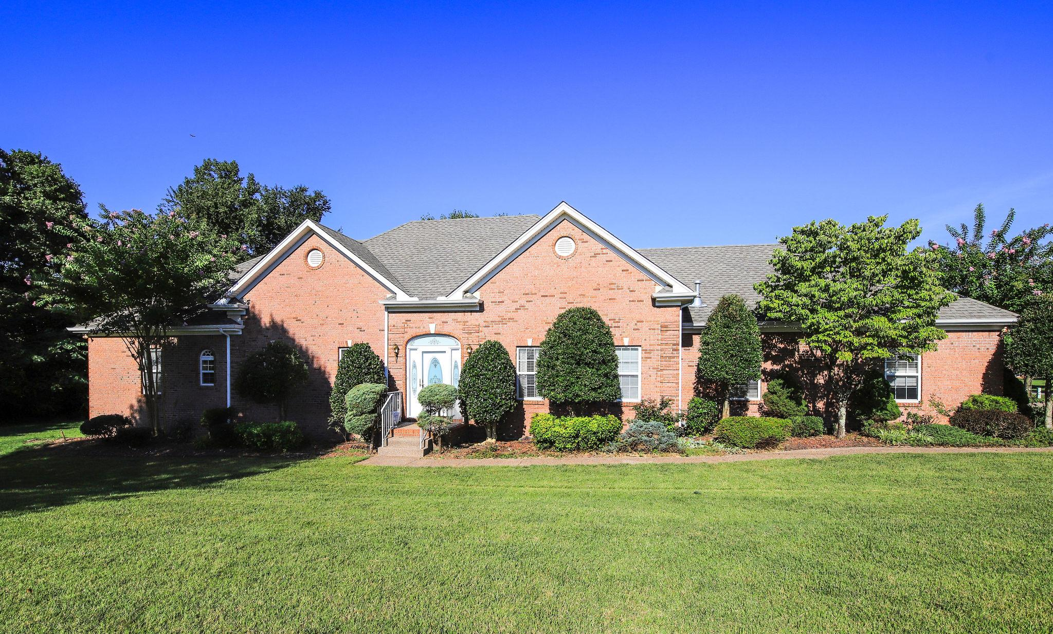 $299,000 - 3Br/3Ba -  for Sale in Sycamore Springs, Greenbrier