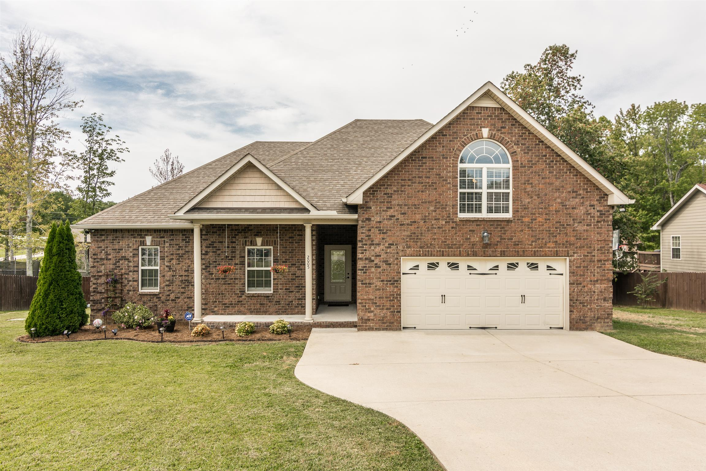 $324,900 - 3Br/2Ba -  for Sale in Dogwood Trace, Greenbrier