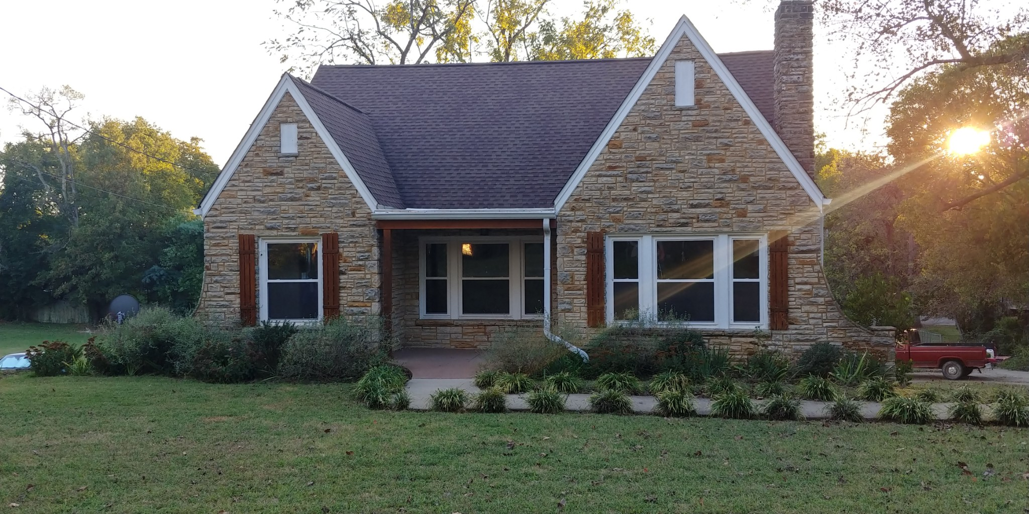 $589,900 - 4Br/2Ba -  for Sale in Stratford, Nashville